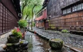 奥美濃の小京都・郡上八幡は内陸なのに「水の都」?