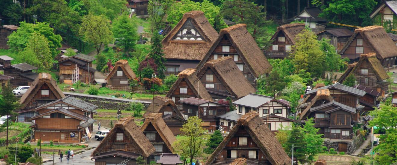 往復グランクラスで行く 富山から金沢へ 秋の白川郷・五箇山の旅【5日間】