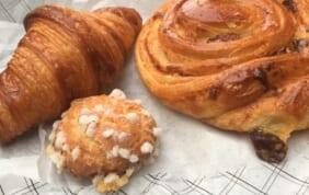 パリのパン屋さんでの朝食
