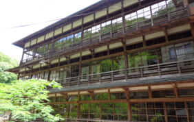 歌人が愛した江戸の宿と、500年続く伝統の旅籠を訪ねて