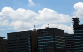 東京の空にブルーインパルス