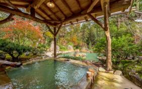 ふたつの絶景温泉と美食の宿